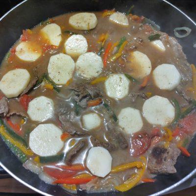 "Traditional Paraguayan Steak Stew ""Bifé Koygua"""